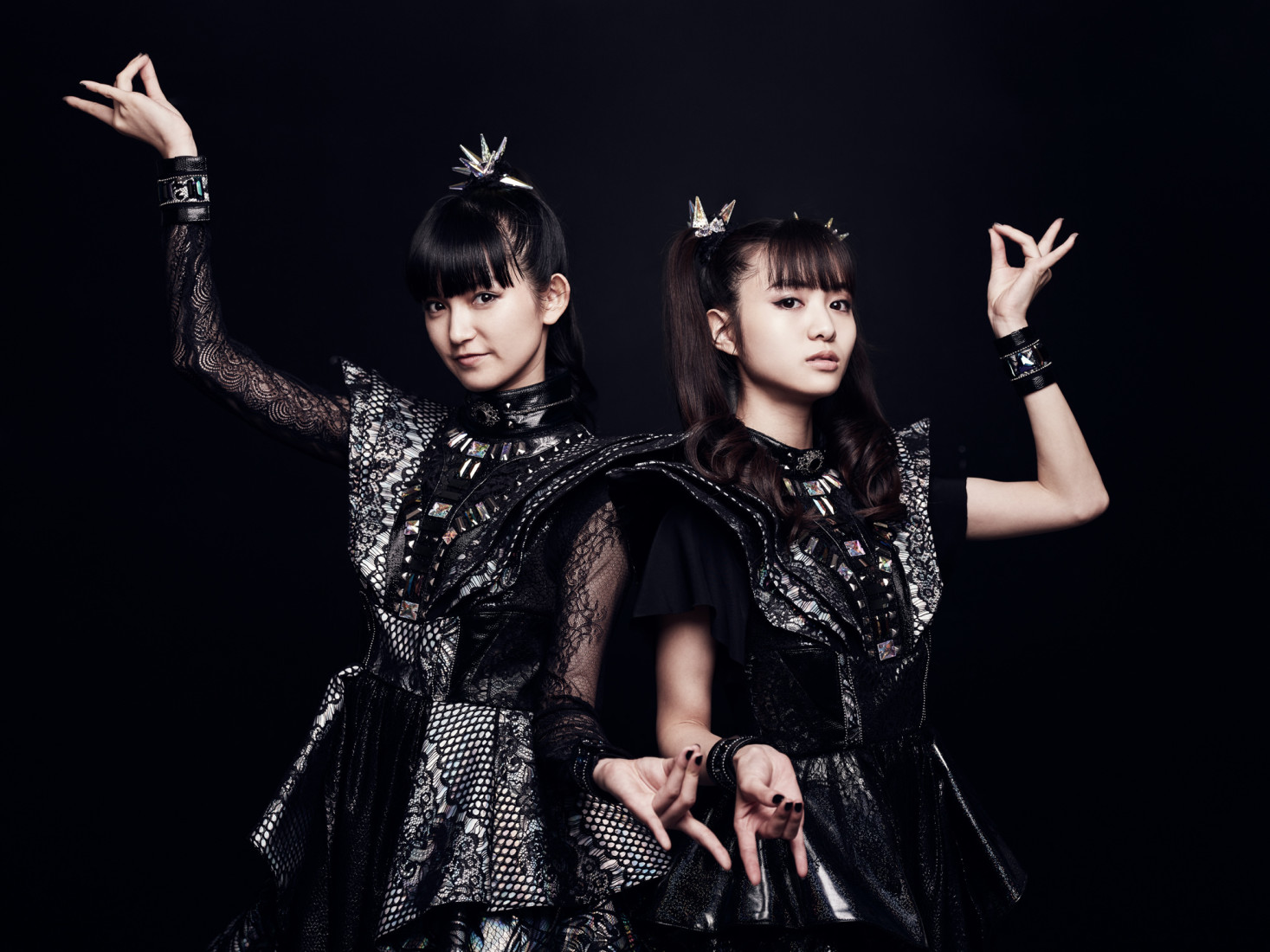 Babymetal holding up fox hands